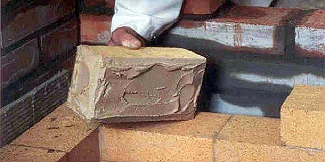 Выполнение кладки из шамотного кирпича с применением соответствующего раствора
