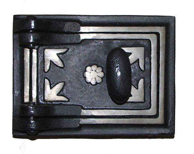 Чугунная дверца печи, окрашенная термостойким составом