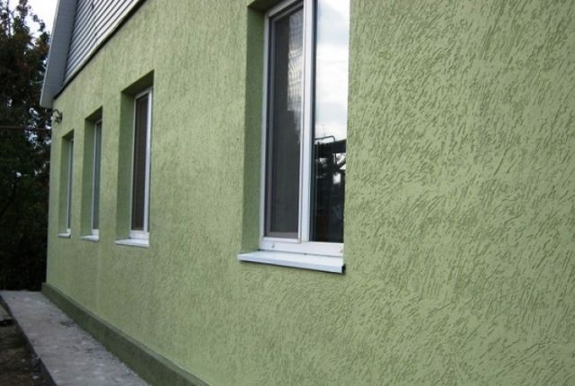 Технология позволяет и утеплить, и декоративно отделать фасад здания