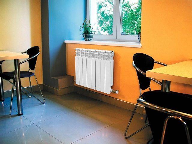 Биметаллические радиаторы очень удачно выписываются в современный интерьер жилых помещений