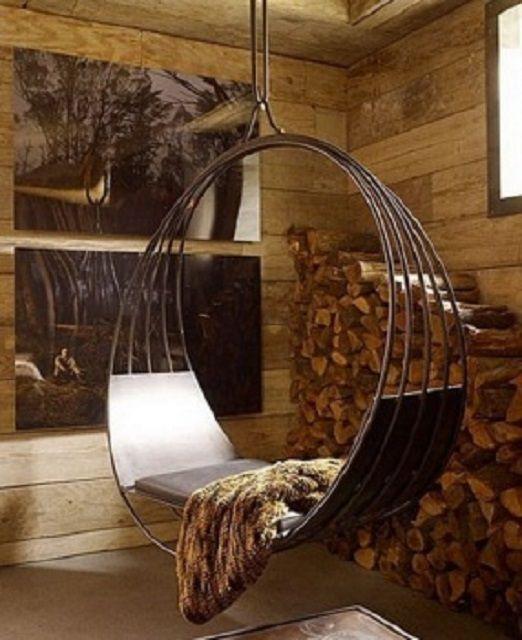 Подвесное кресло из металлических колец