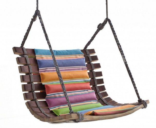 Деревянное кресло-качели
