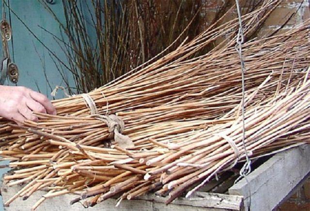 Материал для плетения -  длинные и гибкие ивовые прутья