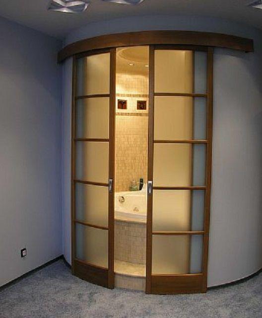 Оригинальная раздвижная дверь радиусной конструкции