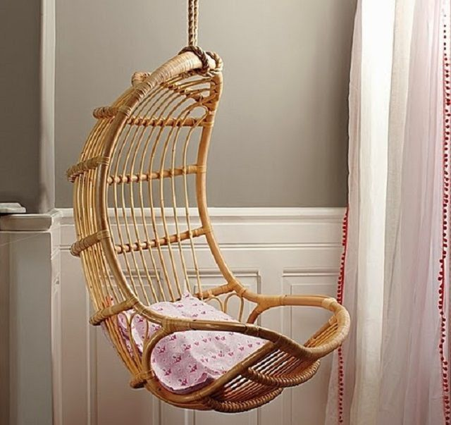 Плетеное кресло на жестком каркасе