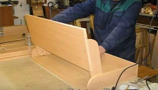 Процесс сборки откидной части столешницы
