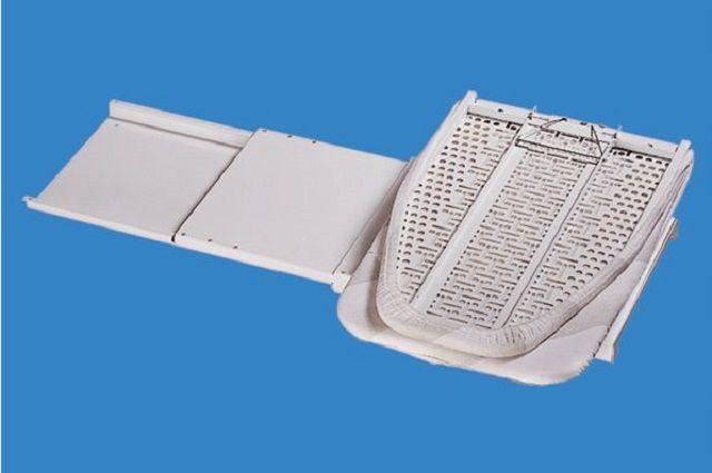 Выдвижная гладильная доска с поворотным механизмом рабочей поверхности