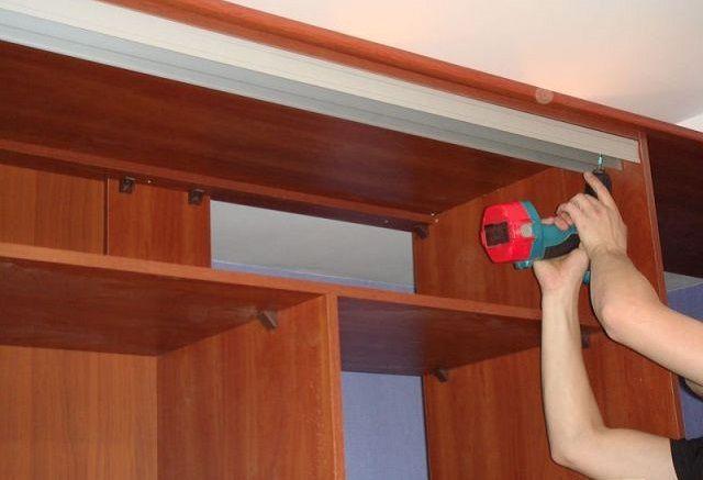 Закрепления рельсы для дверей шкафа
