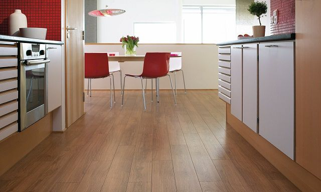 Ламинат на кухонном полу – красиво, но требует особой осторожности и осмотрительности при эксплуатации