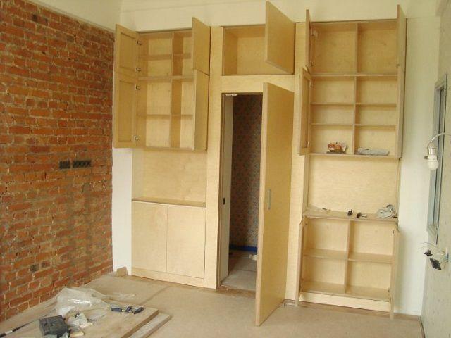 Для многих элементов встроенной мебели используется фанера