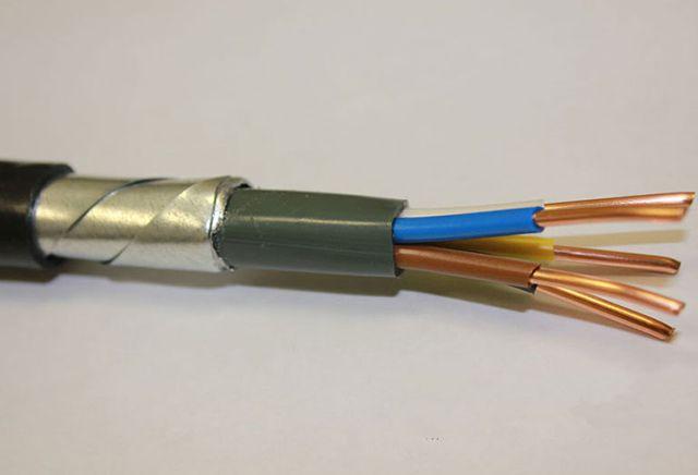 Несмотря на свою сложную аббревиатуру ВБбШВнг вполне симпатичный кабель. Тот же ВВГ, только в броне