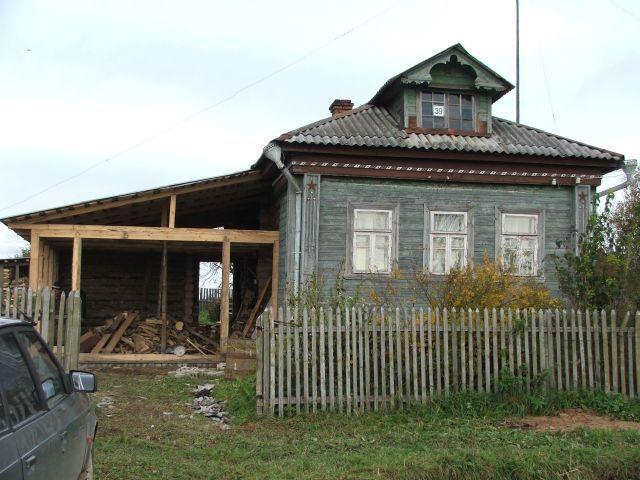 Гараж с односкатной крышей пристраивается к дому