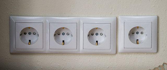 То ли электрик был не в духе, то ли дизайнерская задумка такая?