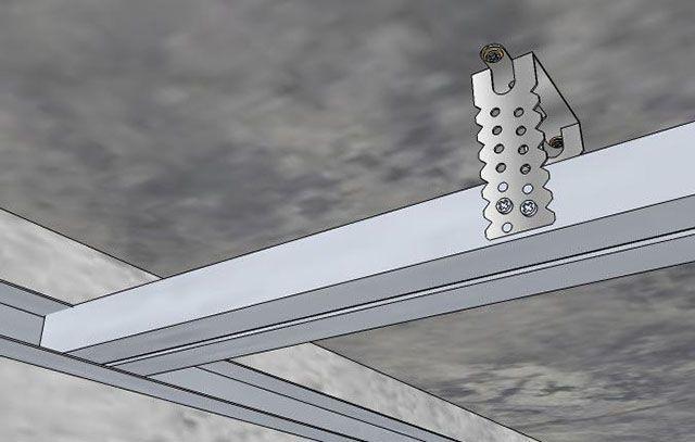 Пример правильного крепления потолочного профиля за прямой подвес. Обратите внимание, что с каждой стороны завернуты два шурупа по металлу TN9
