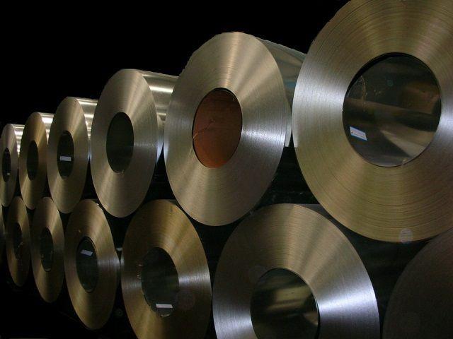 Оцинкованная сталь – наиболее распространенный материал для производства металлических кровельных покрытий