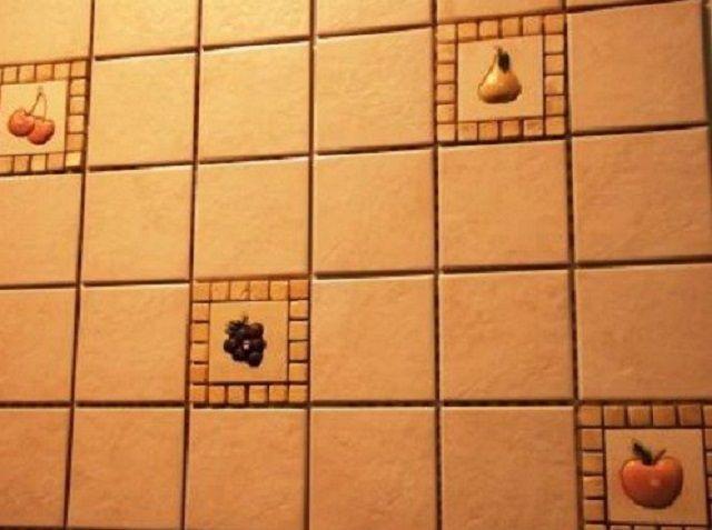 Затирка выбрана в тон к основной расцветке керамической плитки