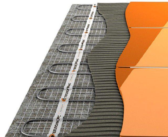 При использовании для теплого пола сетчатых нагревательных матов плитка может укладываться непосредственно на них, без заливки стяжки