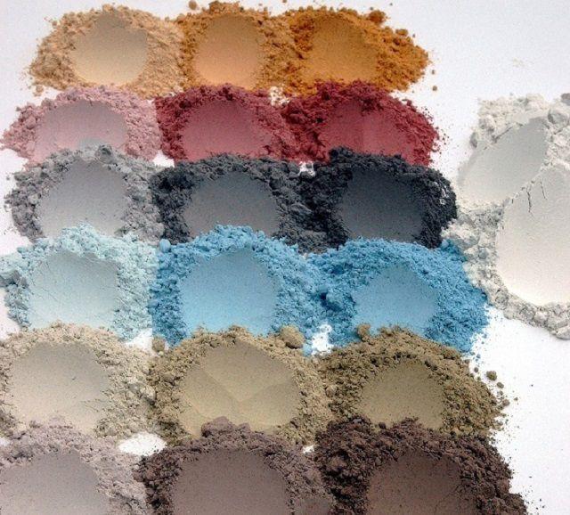 От разнообразия оттенков могут «разбежаться глаза», поэтому желательно иметь с собой образец керамической плитки
