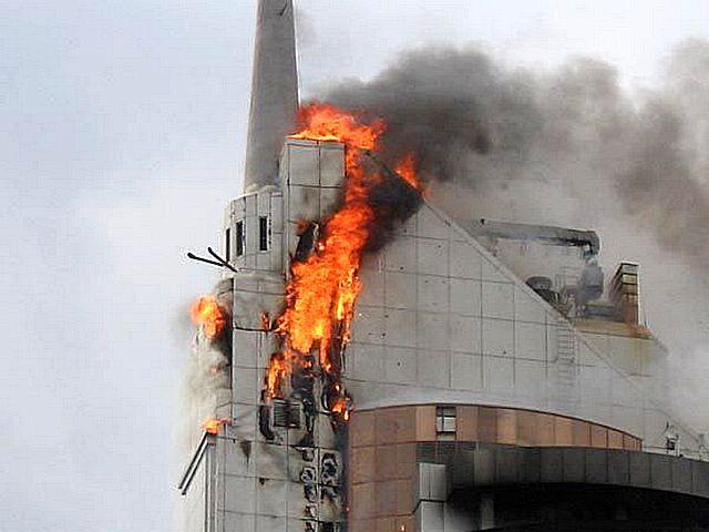 Красноречивое зрелище – горит фасад дома, утепленный пенополистиролом