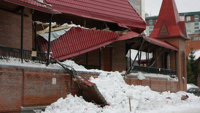 При расчетах явно была недооценена снеговая нагрузка на крышу
