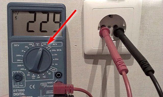 Перед проведением замеров необходимо правильно установить положение переключателя мультитестера (вольтметра)