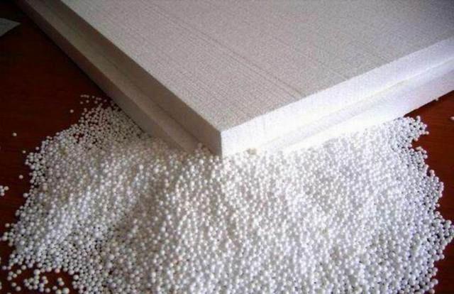 Пенопласт – это поверхностно соединенные между собой воздухонаполненные полистирольные шарики