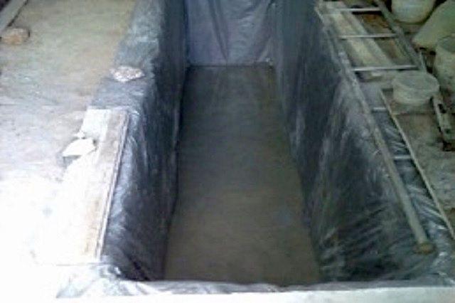 Для гидроизоляции применена плотная полиэтиленовая пленка
