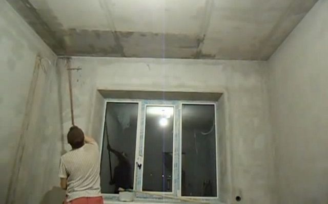Не забывайте об обработке поверхности потолка грунтовкой с антисептическими свойствами