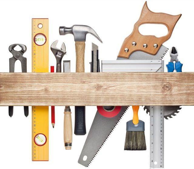 Для строительства беседки готовится обычный набор столярных и слесарных инструментов