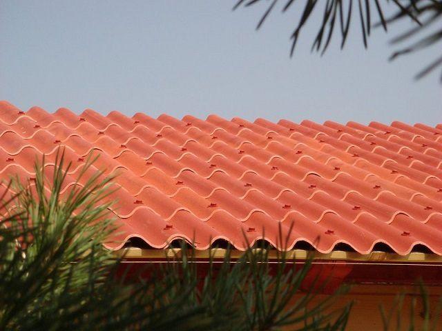 Крыша, покрытая современным композитным материалом «керамопласт»