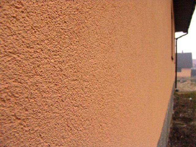 Такая декоративная «шуба» не только украшает фасад, но и защищает стены от внешнего негативного воздействия
