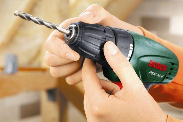 Шуруповерт часто становится незаменимым инструментов в хозяйстве
