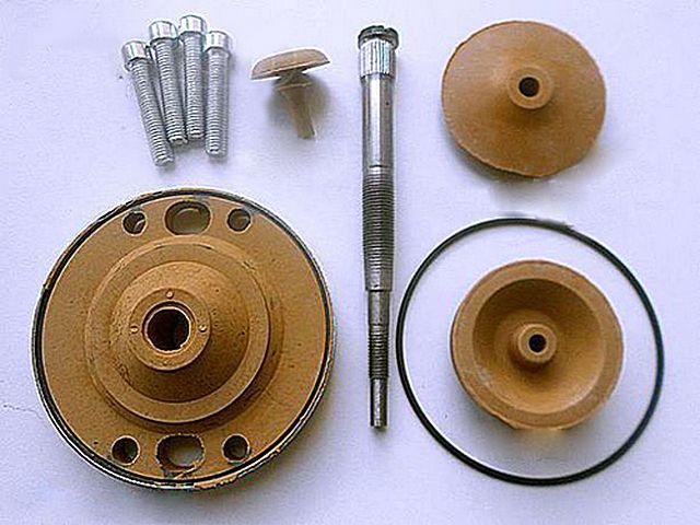При наличии такого ремкомплекта провести самостоятельный ремонт вибрационного насоса сможет каждый. А больше в нем попросту нечему ломаться…