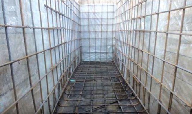 Установлена внешняя стенка опалубки, гидроизоляционный слой и армирующая решетка