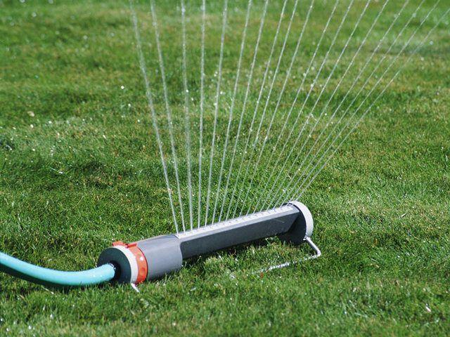 Если дренажный насос используется для полива, то создаваемый им напор должен обеспечивать и необходимое давление воды на поливальных установках