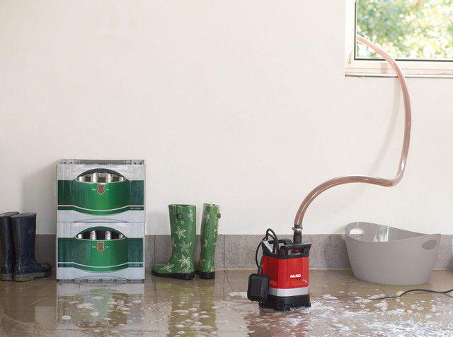 Насосы для чистой воды способны собрать воду с пола практически досуха