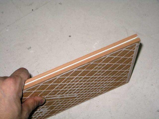 При переборке плитки следует обращать внимание на правильность форм, выдержанность размеров, отсутствие брака