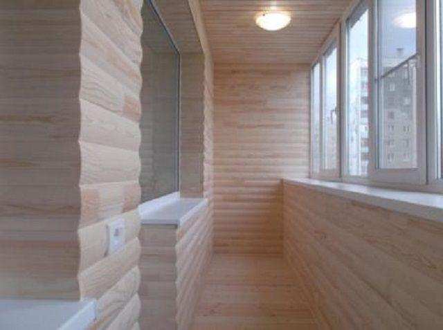 Очень интересно смотрится балкон, отделанный натуральным «блок-хаусом»