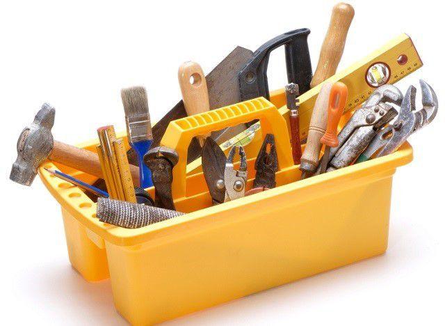 Кроме стандартного набора ручных инструментов для качественной работы понадобятся и специальные электрические