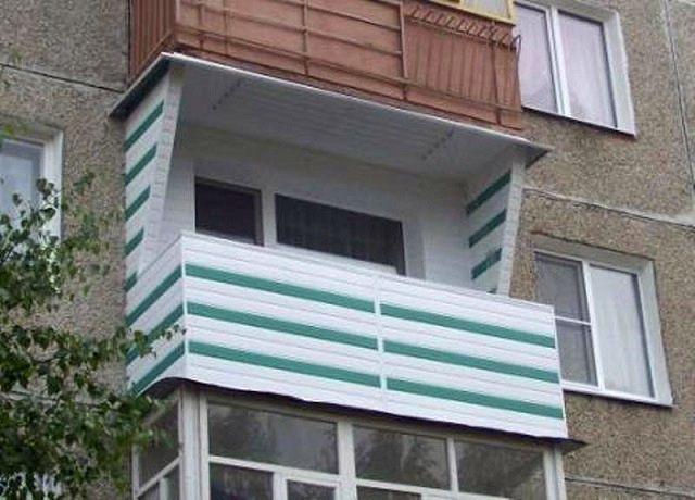 Косметический ремонт внутри балкона любой хозяин волен проводить сам, без оглядки на жилищно-эксплуатационные организации