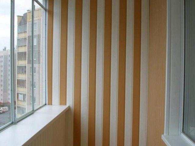 Достаточно недорогой и простой в монтаже материал – отделочные панели ПВХ