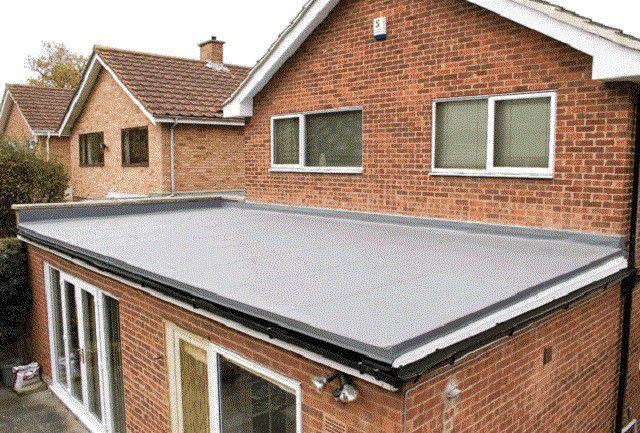 Плоские крыши с мягкой кровлей в индивидуальном строительстве применяются не столь часто