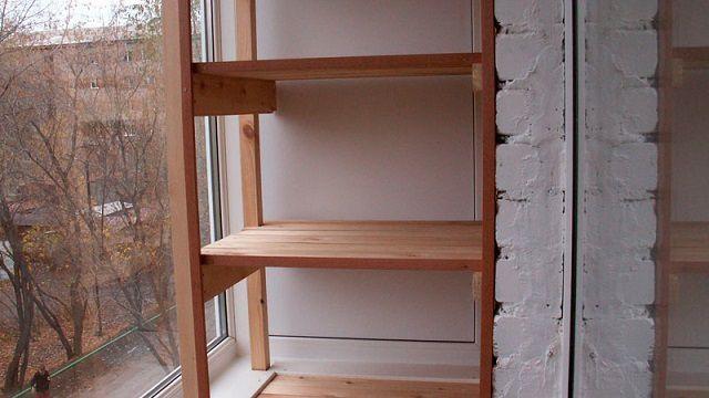 Открытые стороны этого шкафа-стеллажа вполне можно задекорировать шторами или жалюзи