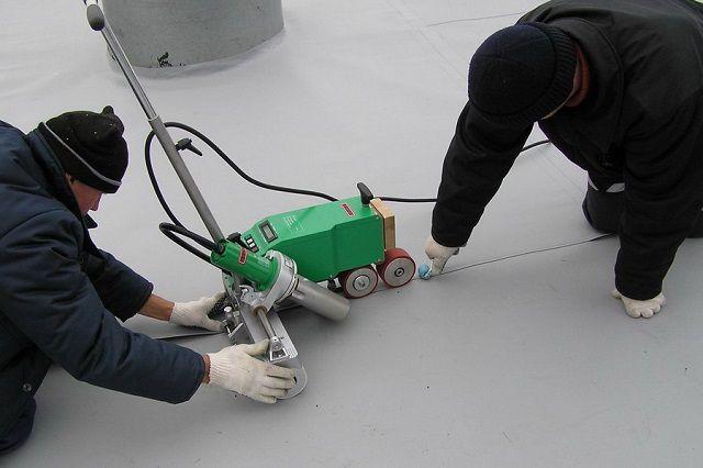 Сварка мембранных полотен с помощью специального аппарата