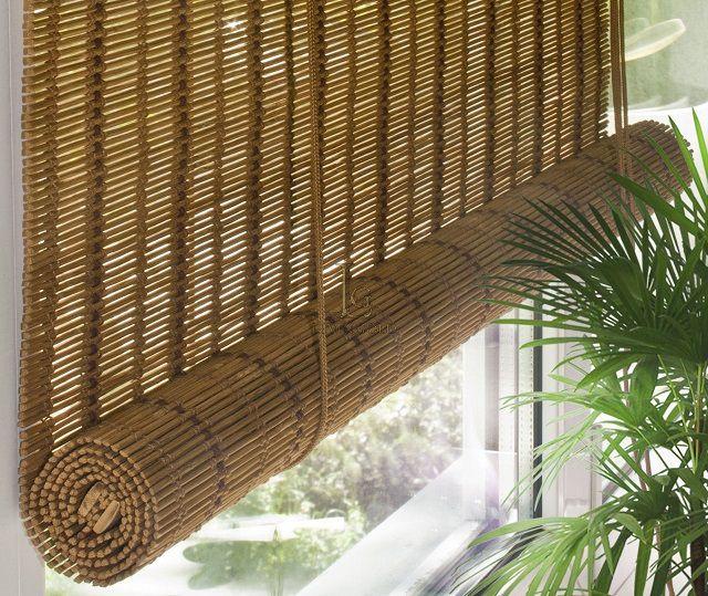 Бамбуковые рулонные шторы – природная чистота материала плюс элемент экзотики в интерьере балкона