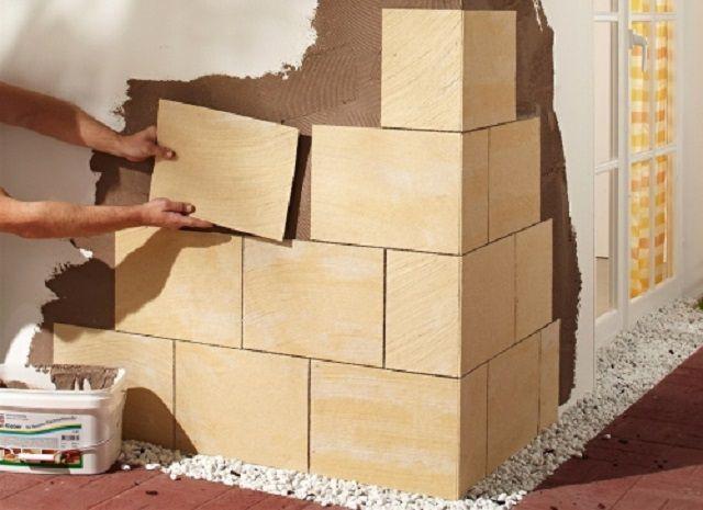 Наклеивание плиток гибкого камня с оставлением швов