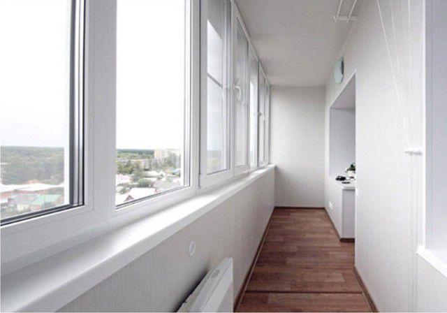 Современные окна из многокамерного профиля с качественным стеклопакетом – то, что нужно для утепленного балкона