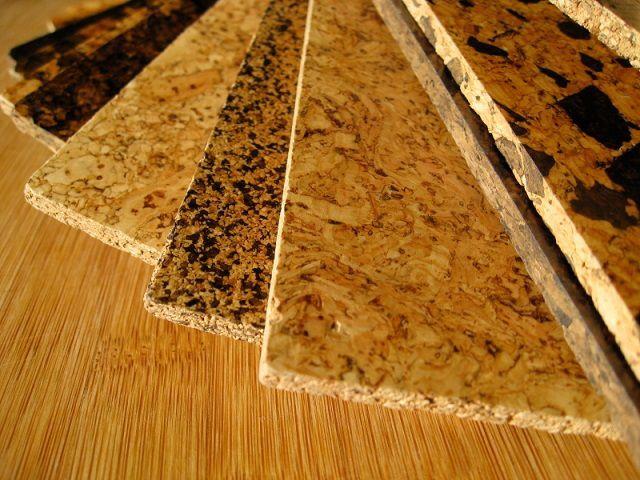 Самые дорогие – натуральные пробковые панели, изготовленные из цельного качественного материала