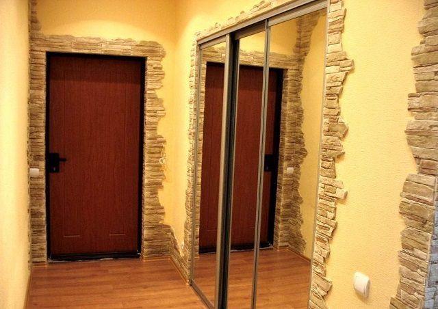 «Каменные» обрамления дверных проемов