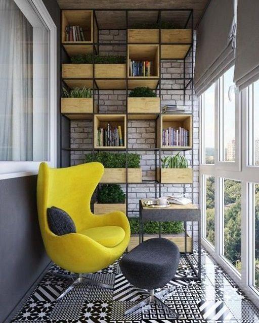 Основной предмет мебели должен сразу притягивать взор входящего на балкон человека